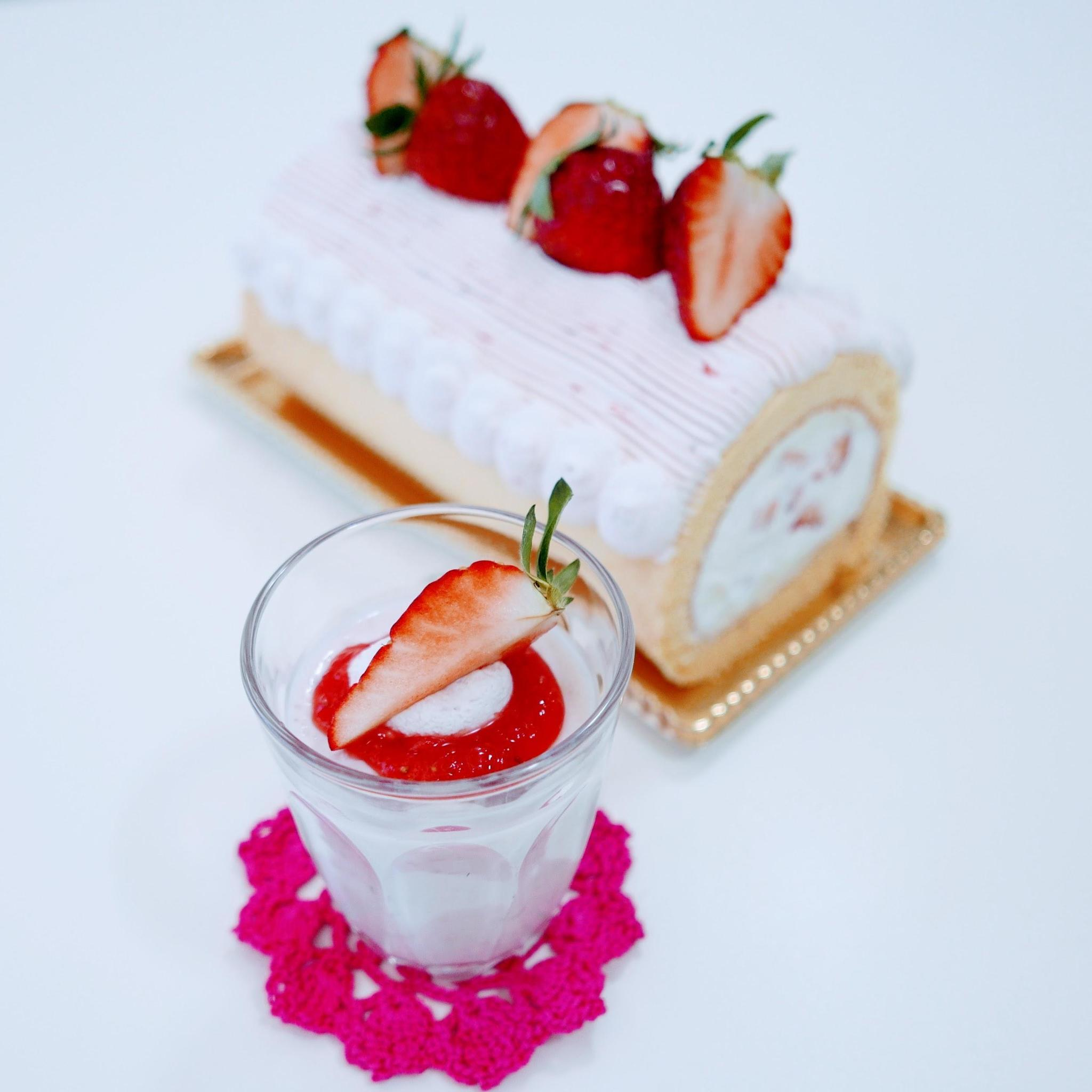 いちごのデコレーションロールケーキ