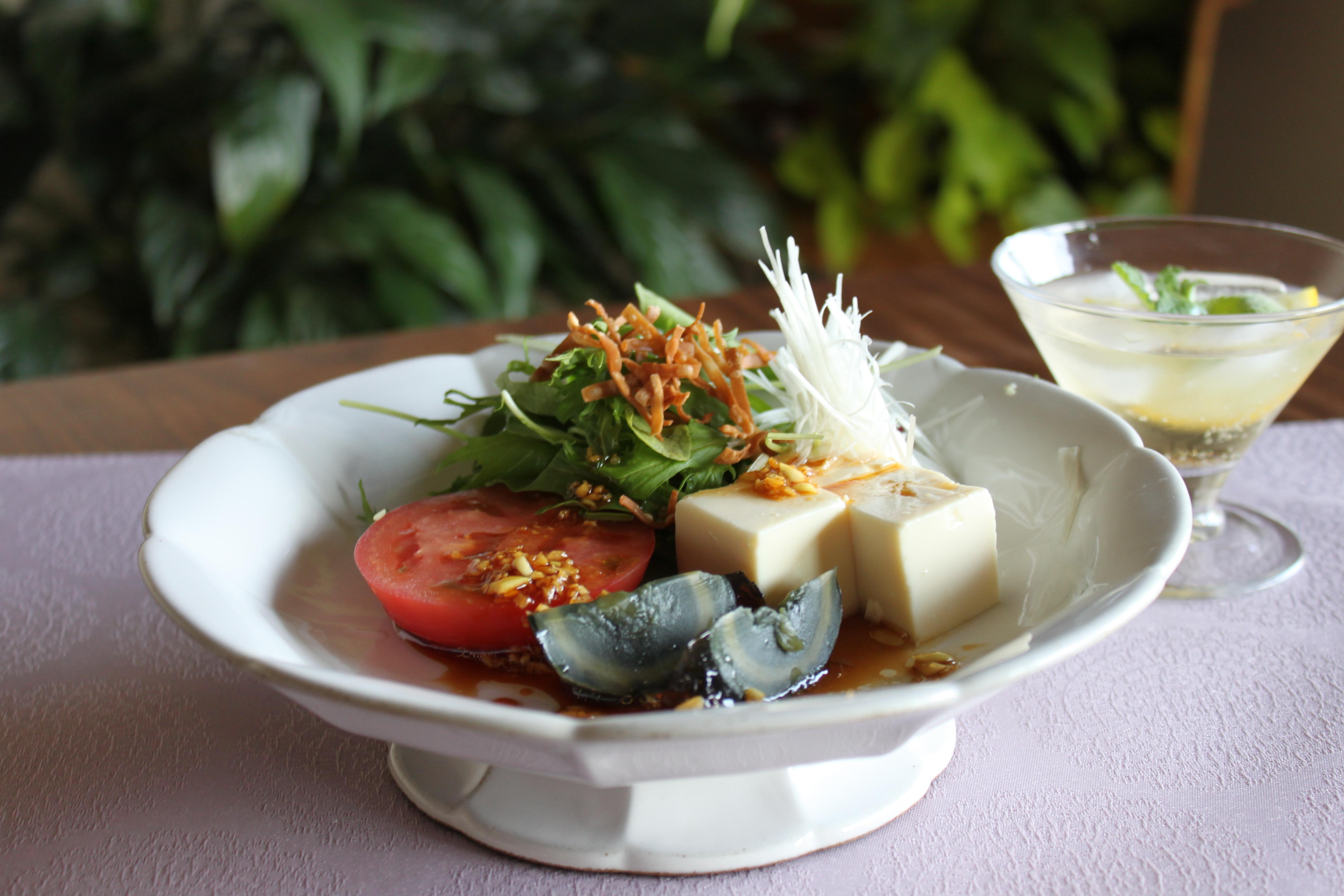ピータンと豆腐の中華風サラダ&杏露酒ソーダー