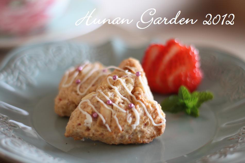 苺とホワイトチョコのケーキスコーン