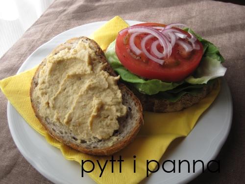 フムスのサンドイッチ
