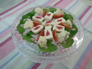 豆腐のハイビスカス塩サラダ