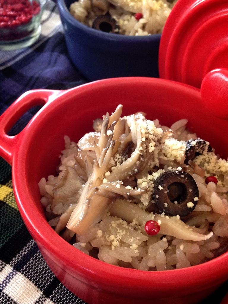 オリーブオイルと粉チーズで頂く舞茸炊き込みご飯♪