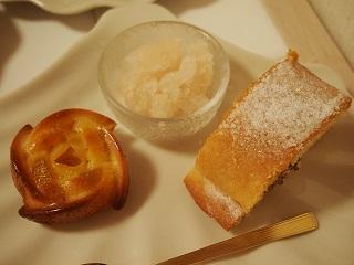 ライチのシャーベットとドライパインの焼き菓子
