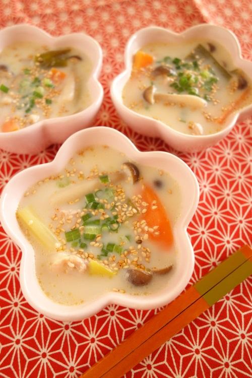 心がホッとする和風スープ♪豆乳ごま味噌スープ