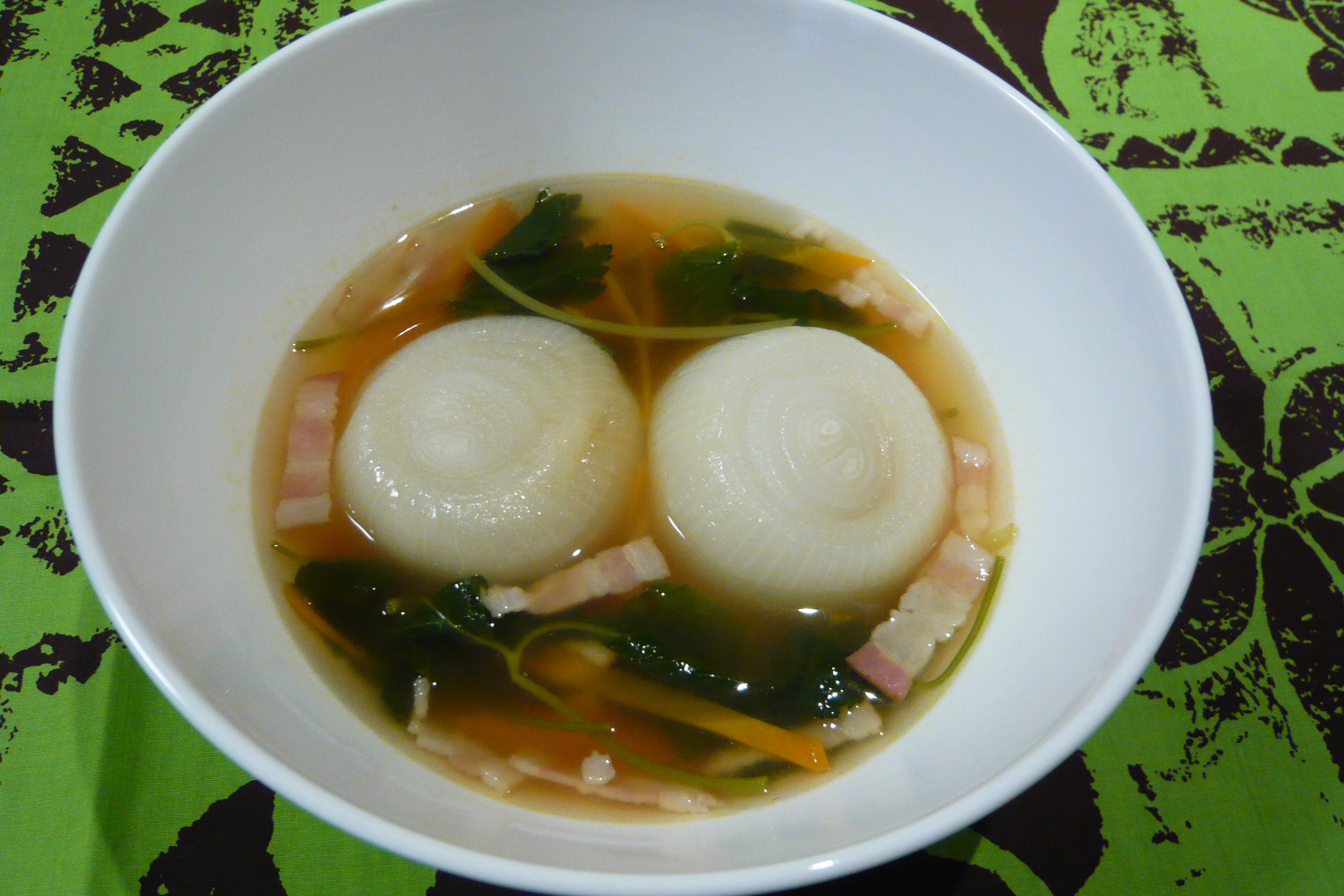 タマネギ丸ごとサンラータンスープ