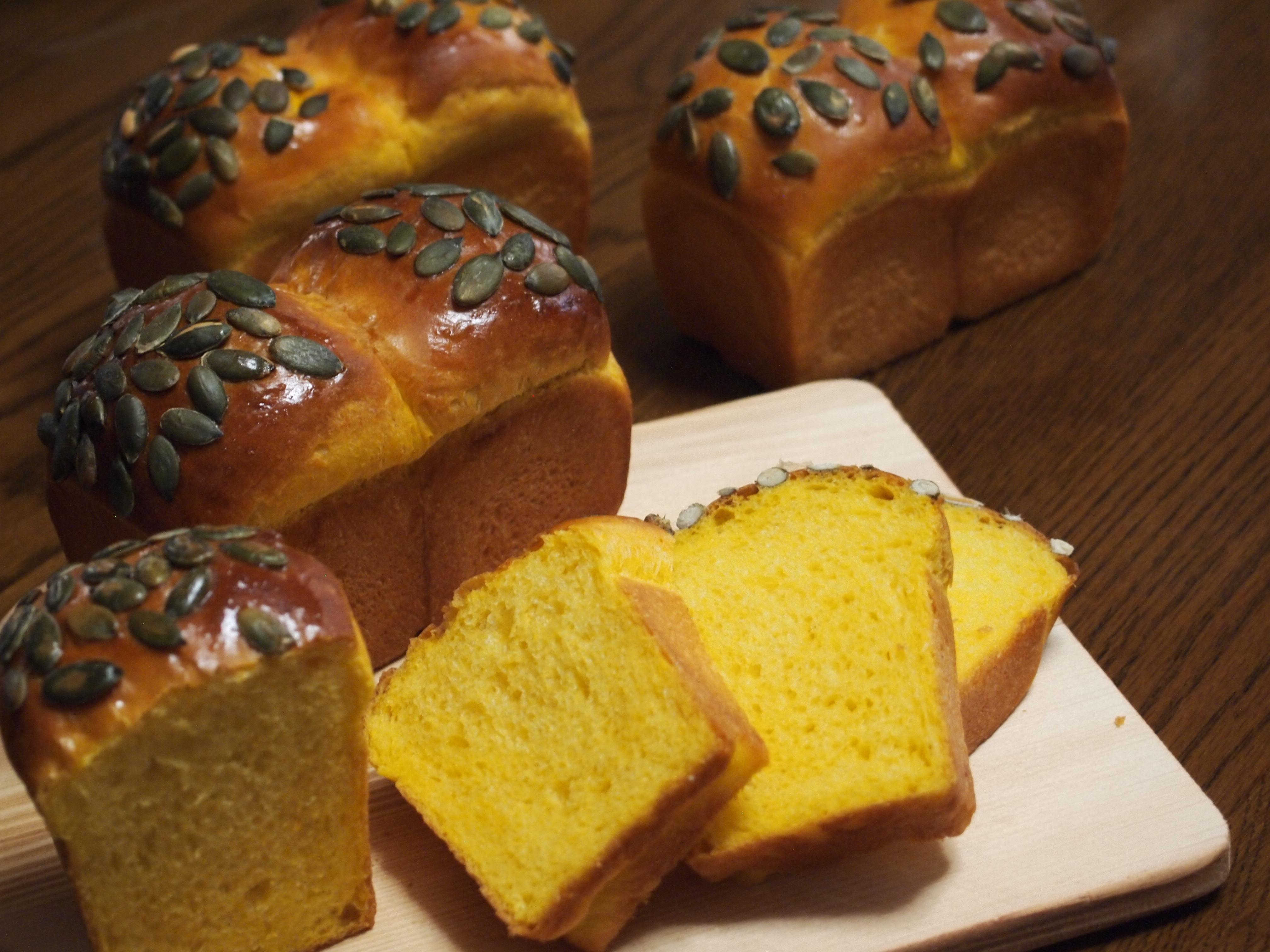 ふんわりやさしいかぼちゃミニ食パン