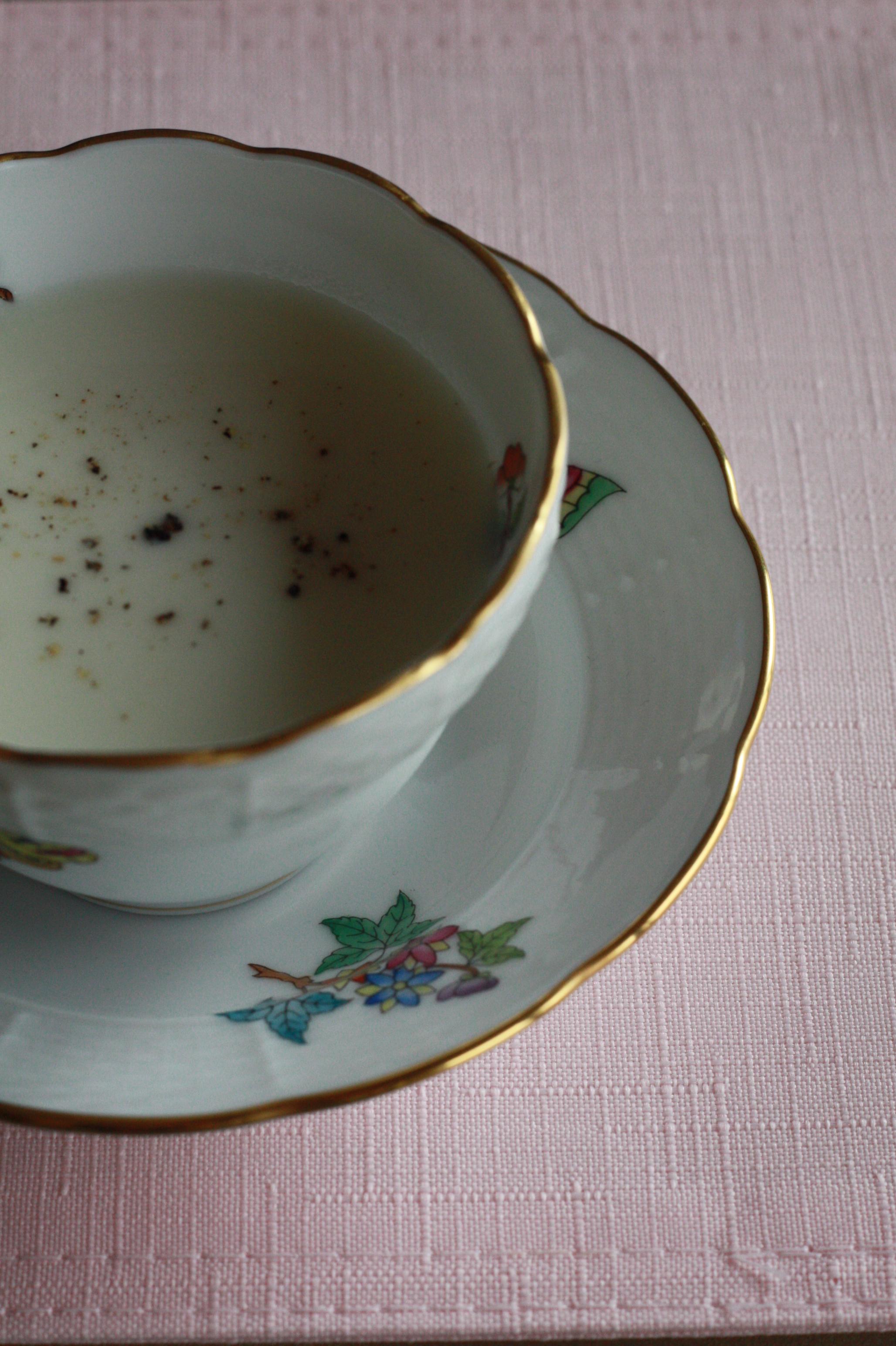 玉ねぎの冷たいポタージュ 黒トリュフ風味