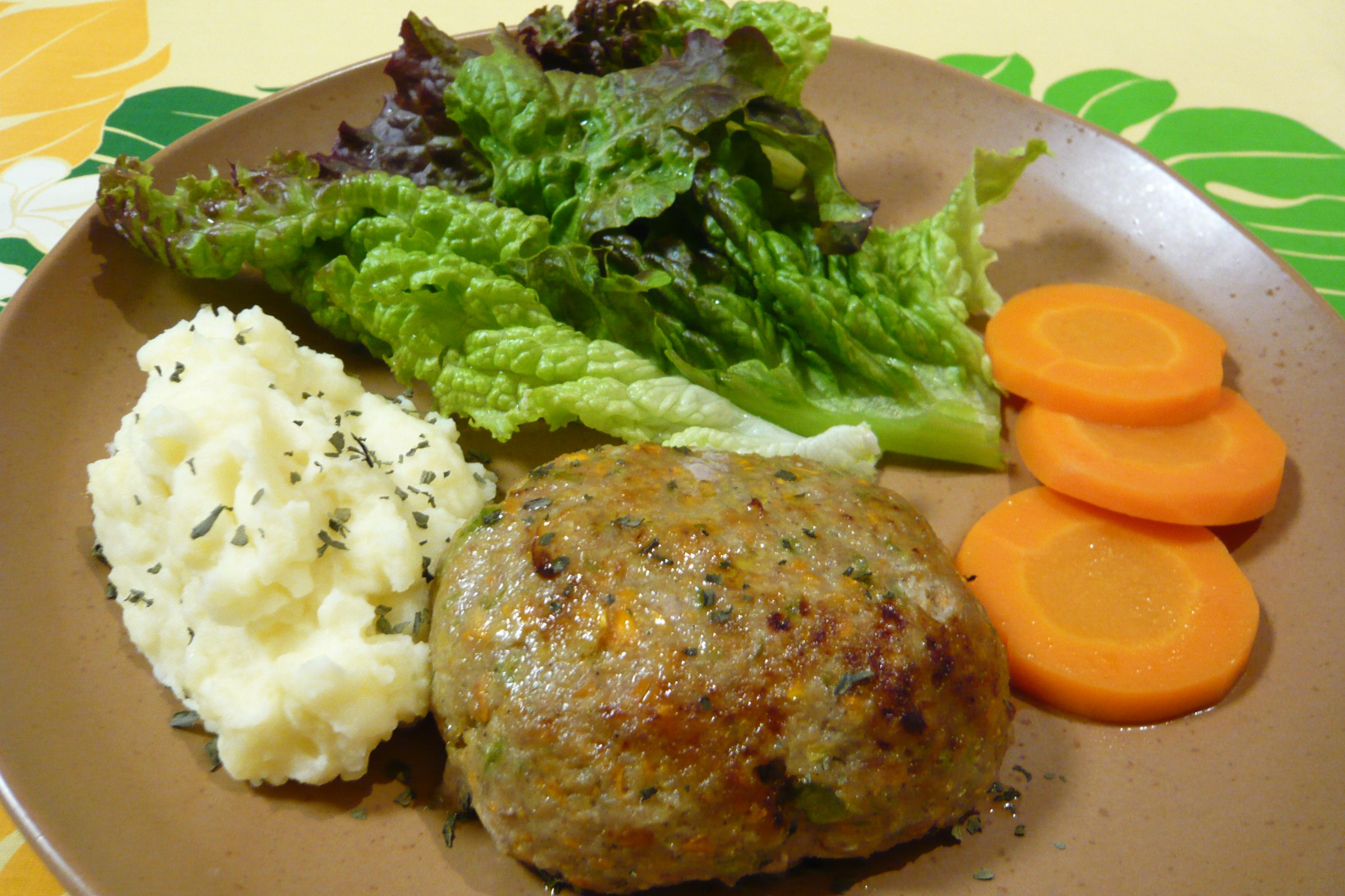 野菜ハンバーグとマッシュポテト添えて