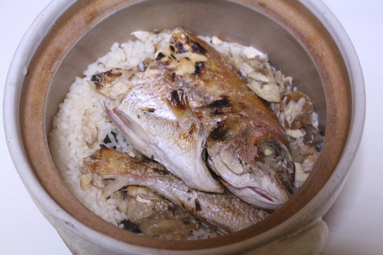 土鍋で作る鯛めし