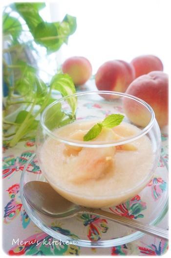 ココナッツパンナコッタ入り桃のスープデザート