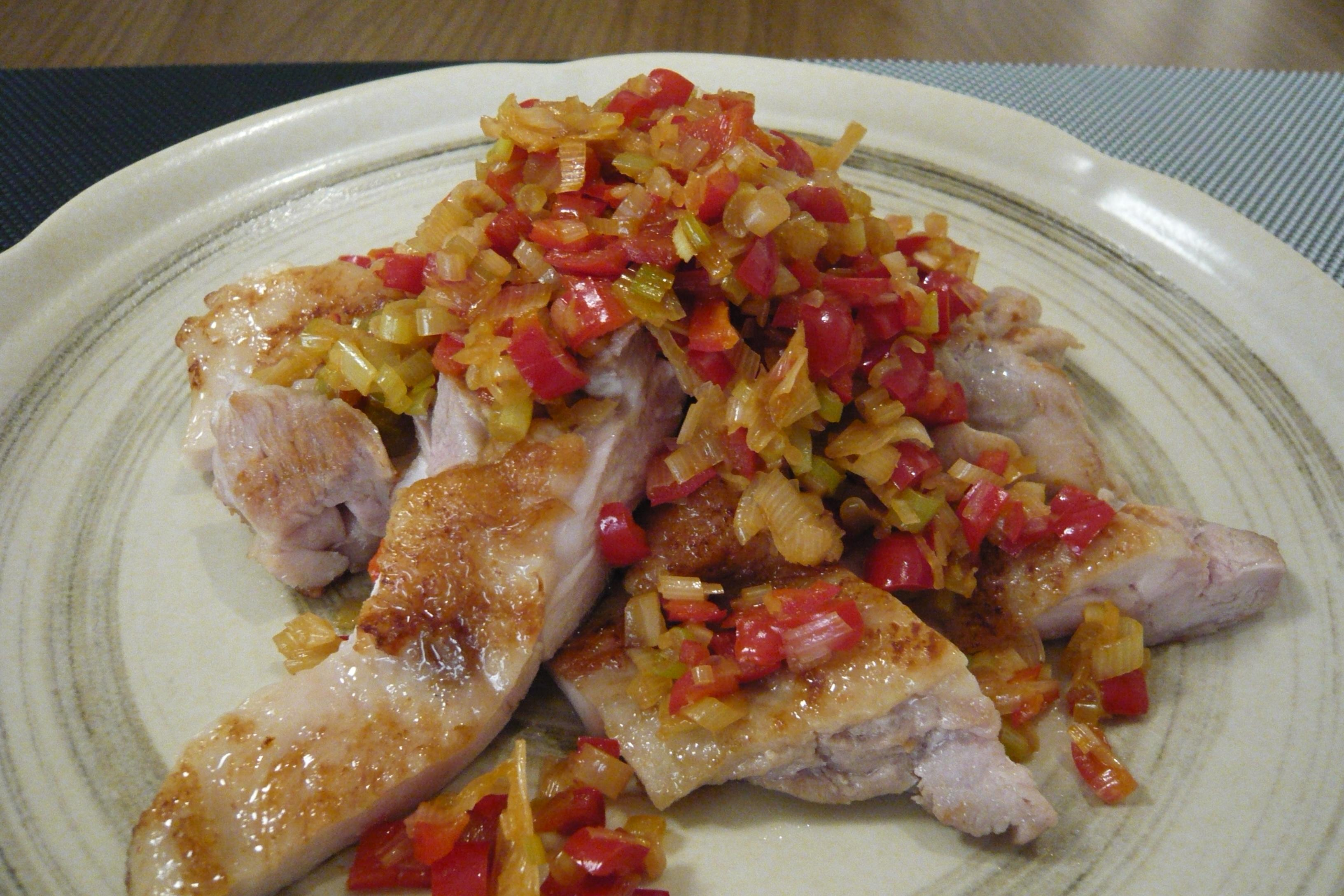 赤ピーマン長ネギのソースと鶏肉のソテー
