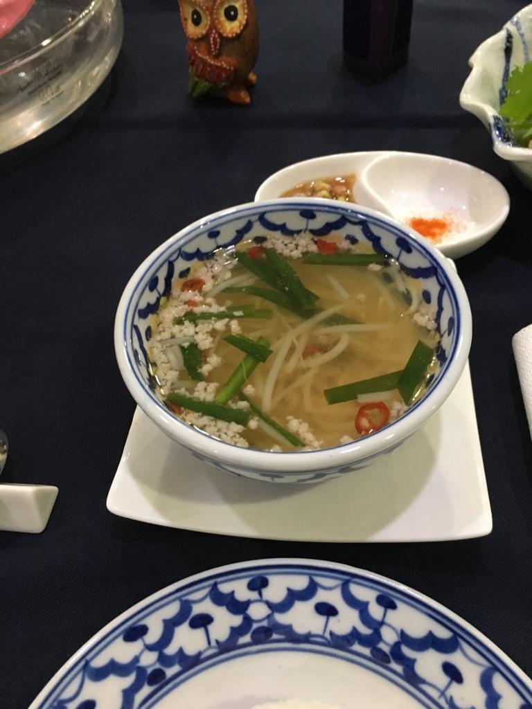 トムヤムムー、すっぱくてスパイシーなタイのスープ