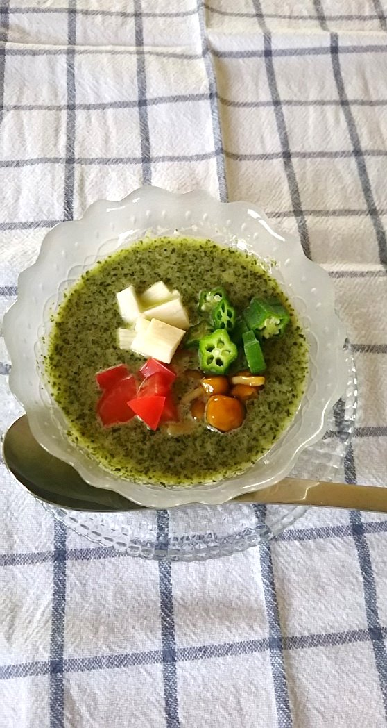 チアシード入り海藻のすり流しサラダ