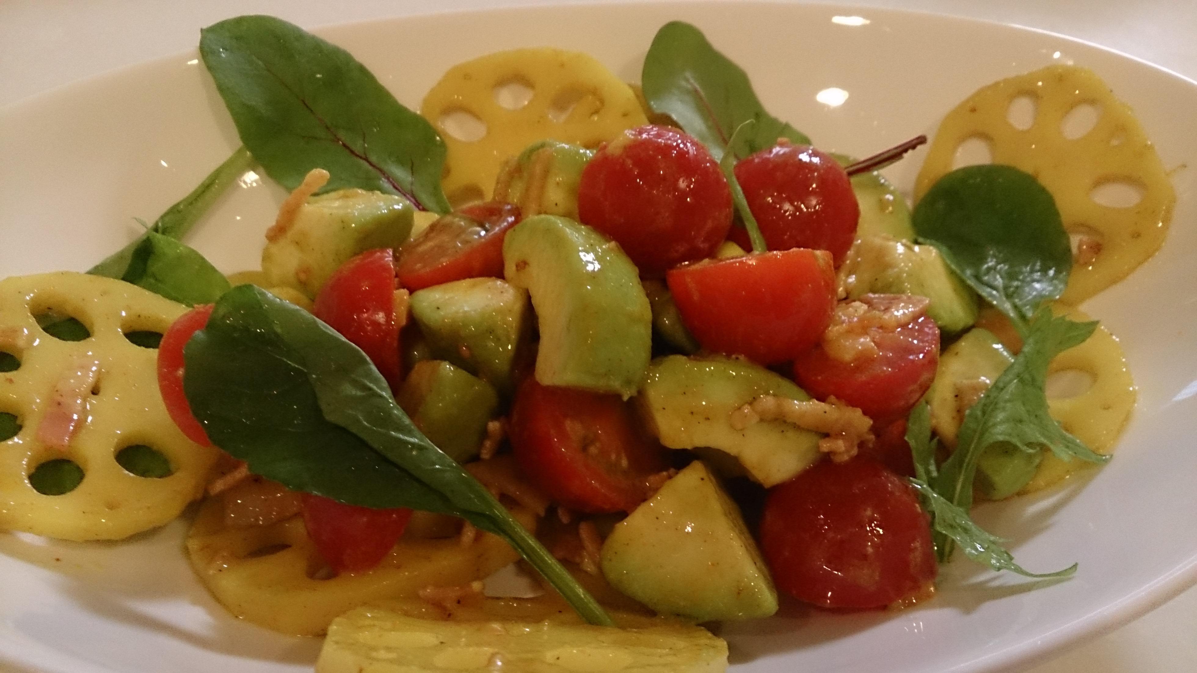 レンコンとアボカドのカレー風味サラダ