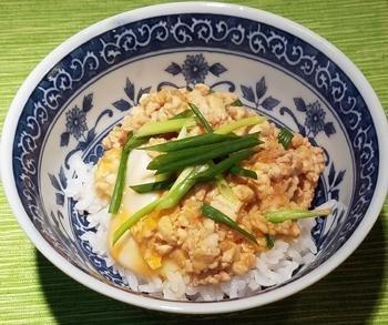 しょうがみりんで、豆腐そぼろ卵丼