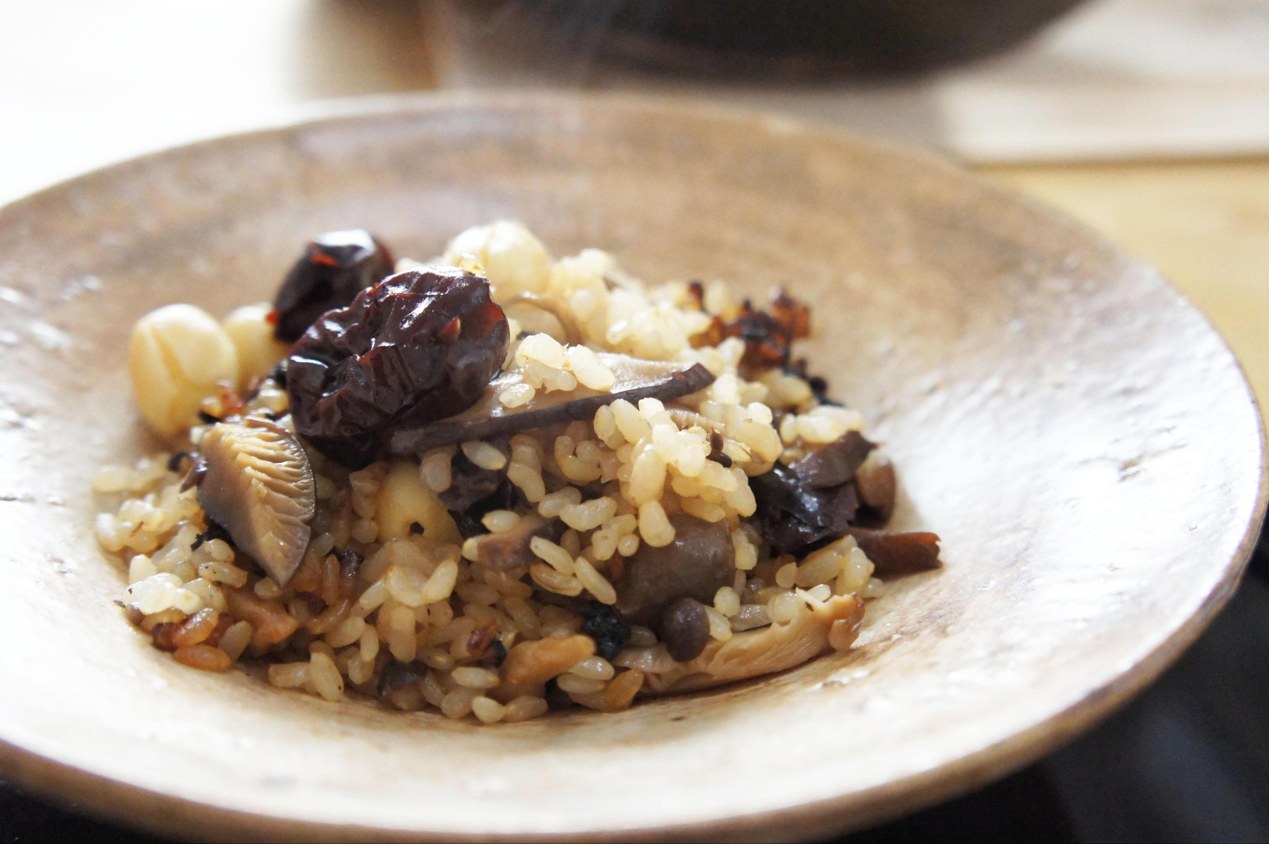 気を補う蓮の実ときのこの玄米炊き込みご飯